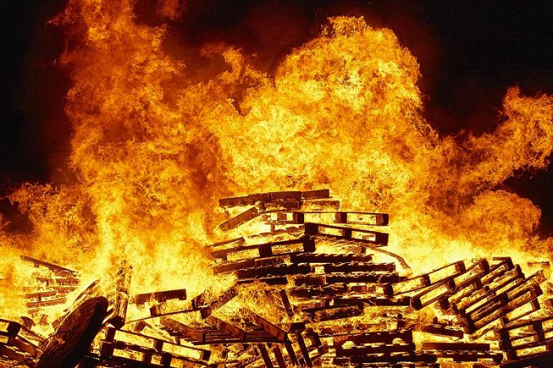 Bücher verbrennen, um besser Bücher zu lesen